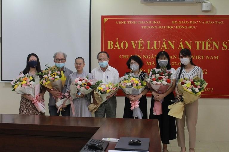 """NCS Đặng Thị Đông bảo vệ thành công LATS cấp trường với đề tài: """"Ảnh hưởng của triết lý Phật giáo trong thơ Việt Nam từ 1945 đến nay (khảo sát qua một số tác giả tiêu biểu)"""""""