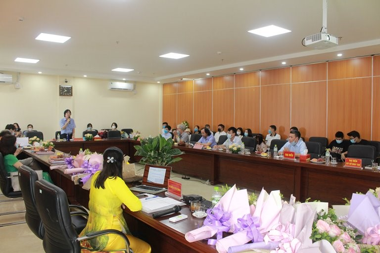 """NCS Nguyễn Thị Hoàng Hương bảo vệ thành công LATS cấp trường với đề tài: """"Thi pháp thơ Nguyễn Duy"""""""