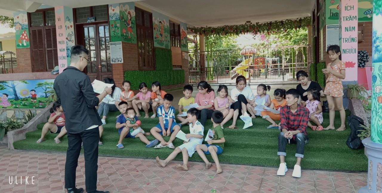 Sinh viên Ngoại Ngữ tham gia câu lạc bộ dạy học tình nguyện tại Làng trẻ SOS Thanh Hóa