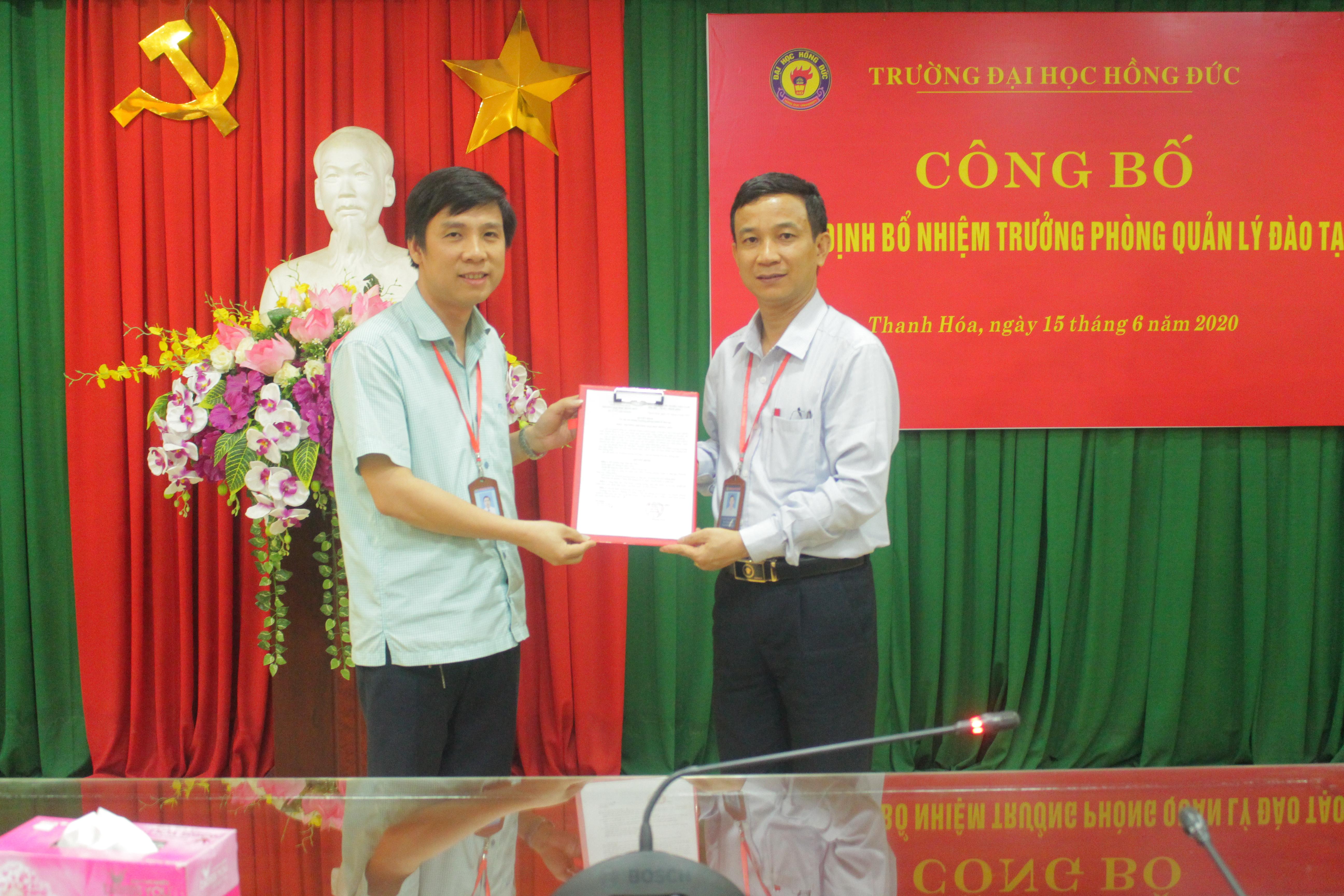 Công bố và trao quyết định bổ nhiệm đồng chí Đậu Bá Thìn giữ chức vụ Trưởng phòng QLĐT nhiệm kỳ 2020-2025